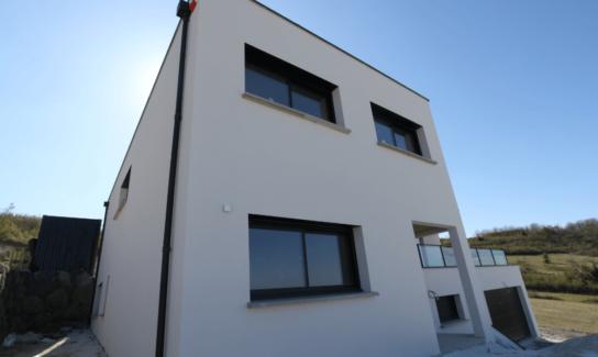 Maison contemporaine à Pérignat les Sarlieve